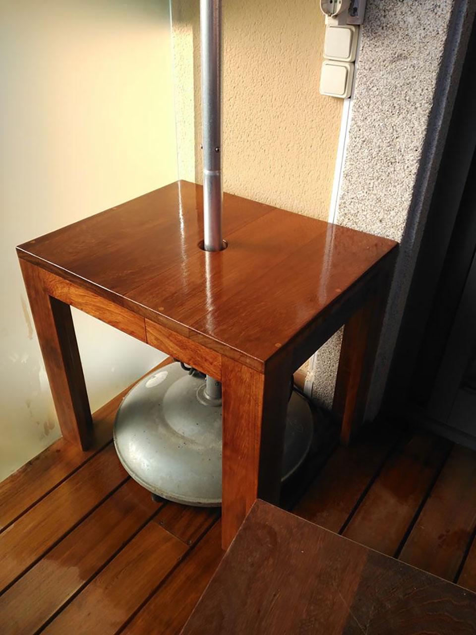 Mesa de centro en madera de iroko macizo